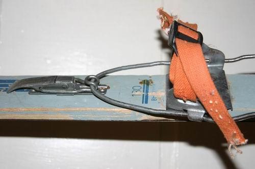 2. Бескид 180 см, красные, крепления самодельные под размер ноги 42-47 (передний узел - от легендарных креплений...